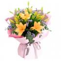 Ramo de 10 Varas de Liliums naranjos más Flores Rosadas y Eucalipto
