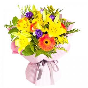 Ramo de 10 Varas de Liliums Amarillos más Flores Moradas Gerberas y Eucalipto